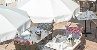 美憬阁戛纳克鲁瓦塞海滩酒店 - 戛纳 - 餐馆