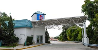 沃里克普罗维登斯机场6号汽车旅馆 - I-95 - 沃威克
