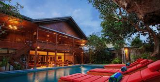 雷加里住宅酒店 - 仓古 - 游泳池