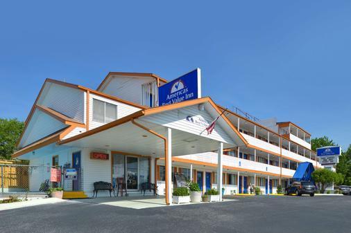 布兰森美洲最佳价值套房酒店 - 布兰森 - 建筑