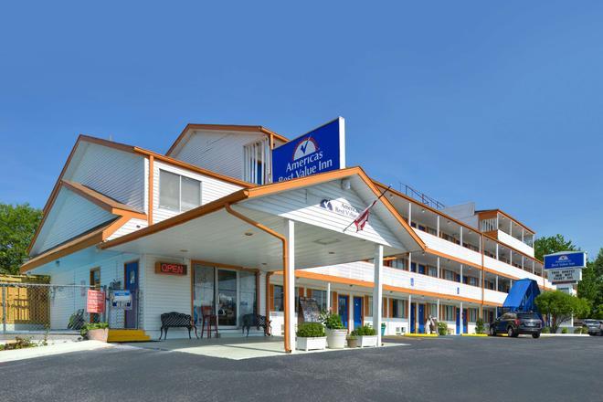 布兰森美洲佳价套房酒店-近大道 - 布兰森 - 建筑