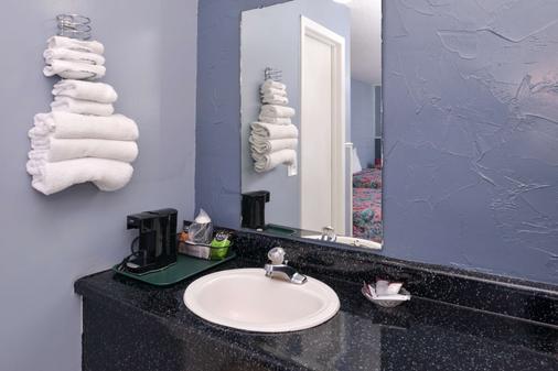 布兰森美洲最佳价值套房酒店 - 布兰森 - 浴室