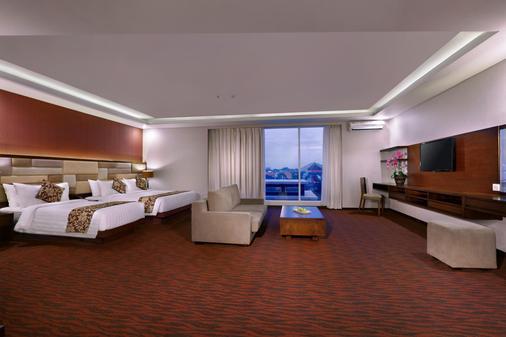 登巴萨圣探索酒店 - 库塔 - 睡房