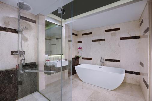 登巴萨圣探索酒店 - 库塔 - 浴室