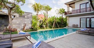 阿梅尔长谷公寓别墅 - 仓古 - 游泳池