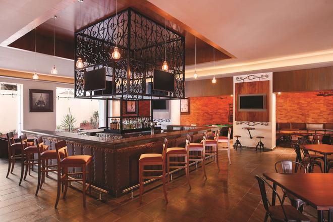 基瓦瓦拉塔港凯悦酒店- - 巴亚尔塔港 - 酒吧