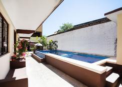 Hotel Doña Juanita - 锡瓦塔塔内霍 - 游泳池