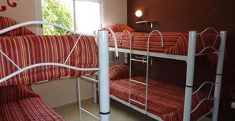 BK 套房酒店 - 萨尔塔 - 睡房
