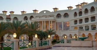 萨尔哈氏男爵宫殿度假村 - 赫尔格达 - 建筑