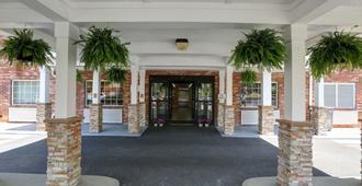 卡尔森夏洛特机场乡村旅馆和套房酒店 - 夏洛特 - 建筑