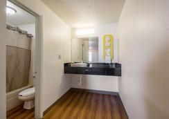 南印第安纳波利斯 6 号汽车旅馆 - 印第安纳波利斯 - 浴室
