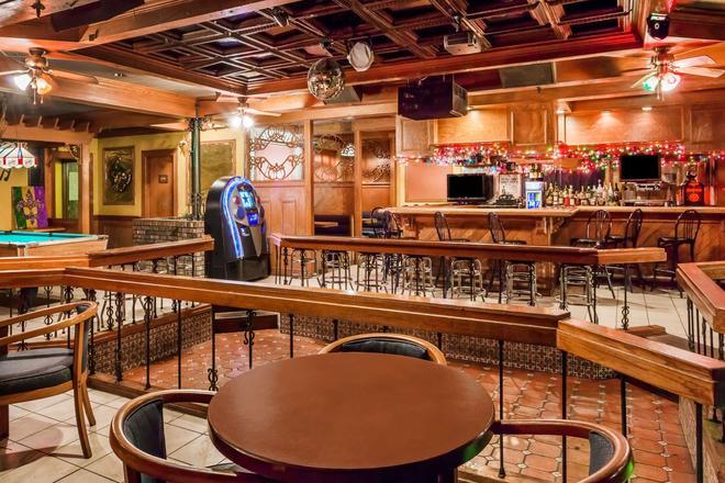 彭沙科拉-历史市中心戴斯酒店 - 彭萨科拉 - 酒吧
