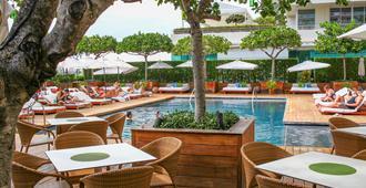 檀香山现代酒店 - 檀香山 - 游泳池