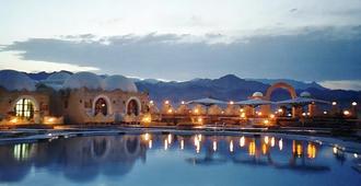 达哈卜村拉戈纳酒店 - 达哈布 - 游泳池