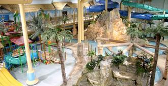 艾治沃特酒店和水上乐园 - 德卢斯 - 游泳池