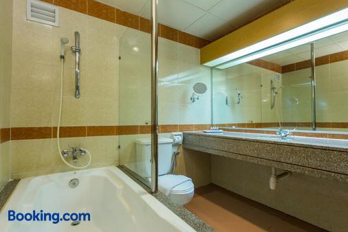 新山纽约酒店 - 柔佛巴鲁 - 浴室