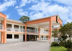 欧申斯普林斯拜洛希速8酒店 - 欧申斯普林斯 - 建筑