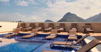 里约热内卢巴拉达蒂茹卡万怡酒店 - 里约热内卢 - 游泳池