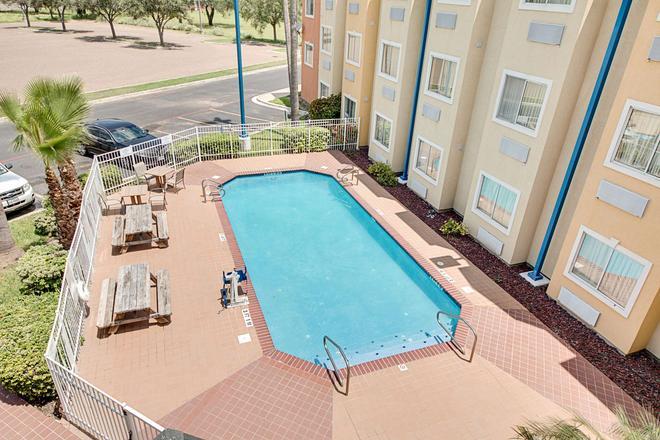 麦卡伦 6 号汽车旅馆 - 麦卡伦 - 游泳池