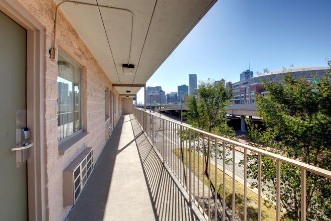 圣路易斯市中心美洲最佳价值酒店 - 圣路易斯 - 阳台