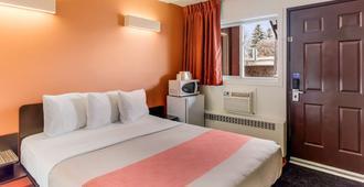 莱斯布里奇6号汽车旅馆 - 莱斯布里奇 - 睡房