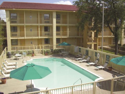 坦普尔拉金塔旅馆 - 坦普尔 - 游泳池