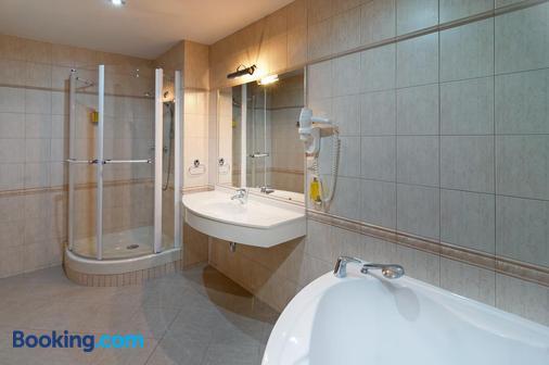 温莎健康酒店 - 什平德萊魯夫姆林 - 浴室