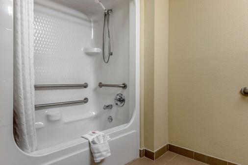 约翰逊市康福特套房酒店 - 约翰逊城 - 浴室