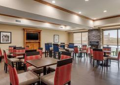 约翰逊市康福特套房酒店 - 约翰逊城 - 餐馆