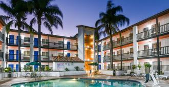 加利福尼亚安大略6号汽车旅馆 - 安大略 - 游泳池