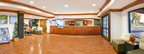 Motel 6 Ontario Convention Center- Airport - 安大略 - 柜台
