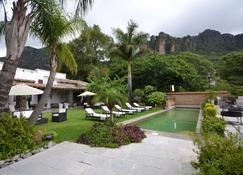 鲁斯提卡spa精品酒店 - 特坡兹特兰 - 游泳池