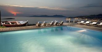萨罗米科诺斯精品酒店 - 米科諾斯岛 - 游泳池