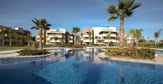 尊荣屋酒店 - 马拉喀什 - 游泳池