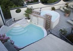 因里奇塔酒店 - 代森扎诺-德尔加达 - 游泳池