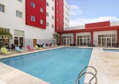 丹吉尔温德姆华美达安可酒店 - 丹吉尔 - 游泳池