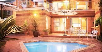 羽毛窝旅馆 - 奥茨胡恩 - 游泳池