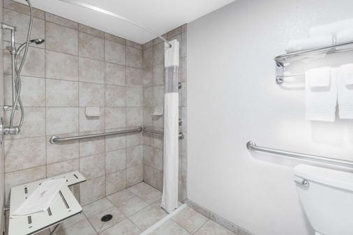 俾斯麦戴斯酒店 - 俾斯麦 - 浴室
