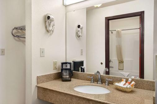拉伯克豪生酒店 - 拉伯克 - 浴室
