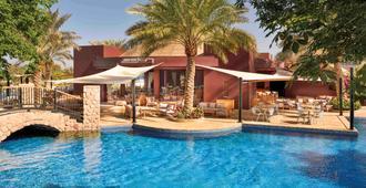 亚喀巴塔拉湾瑞享Spa度假酒店 - 亚喀巴 - 游泳池