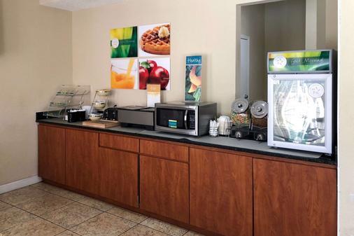 米拉马海滩品质汽车旅馆 - 米拉马海滩 - 自助餐