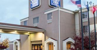 布法罗机场奇克托瓦加住宿及套房酒店 - 奇克托瓦加