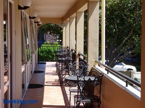卢加诺汽车旅馆 - 布伦海姆 - 阳台