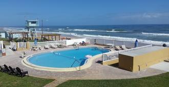 缀富沃德比奇汽车旅馆 - 奥蒙德海滩 - 游泳池
