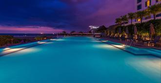 马六甲假日酒店 - 马六甲 - 游泳池