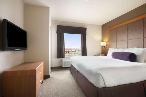 卡尔加里机场戴斯酒店 - 卡尔加里 - 睡房