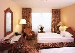 法兰克福瑞拉科萨酒店总店高级 - 法兰克福 - 睡房