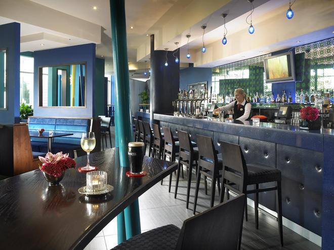 布兰查斯镇卡尔顿酒店 - 都柏林 - 酒吧