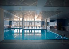波图大风村酒店 - 波尔图 - 游泳池