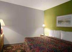孟菲斯西戴斯酒店 - 西孟斐斯 - 睡房